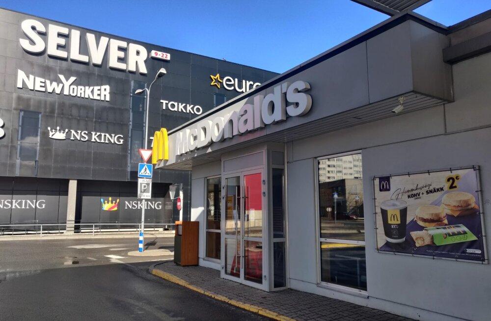 Заразившийся коронавирусом 20-летний работник нарвского McDonalds занимался непосредственно обслуживанием клиентов