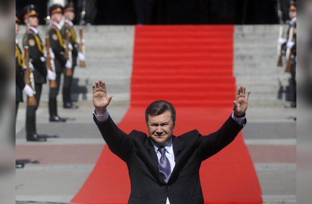 Янукович обсудит с Медведевым подготовку к ЧЕ по футболу 2012 года