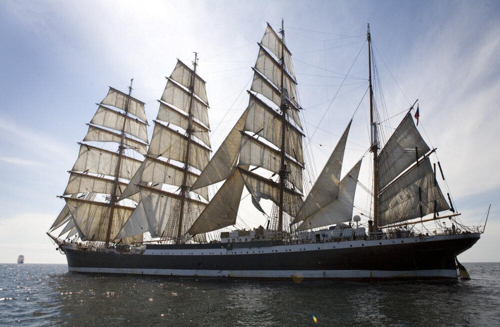 Eesti vetesse sissesõidukeelu saanud Vene purjekas võttis kursi Poolale, mille välisministeerium jälgib olukorda