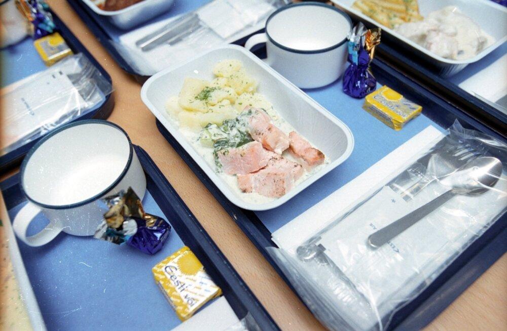 Пассажиры рассказали о худшей еде в самолетах