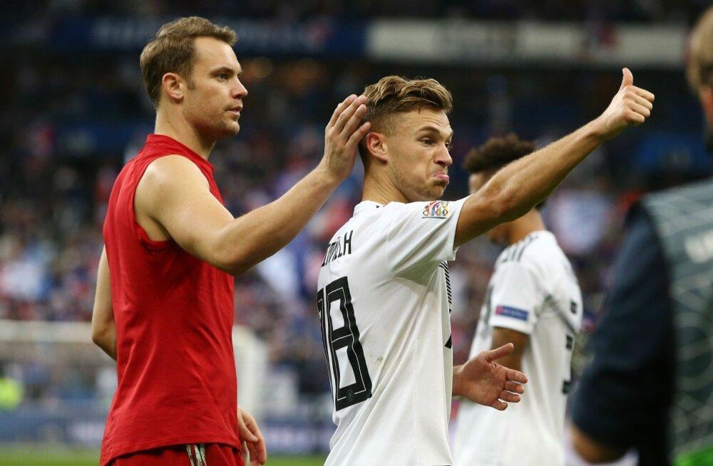Väravavahti Manuel Neuerit (vasakul) peetakse Saksamaa koondise üheks probleemiks. 23-aastane Joshua Kimmich peaks olema üks sakslaste uuest tuumikust.
