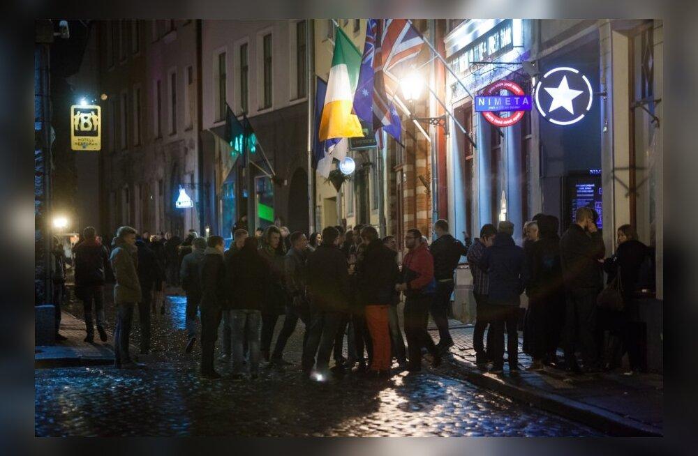 Piirangute alla jäänud vanalinna baarid otsustasid Tallinna vastu ühishagi esitada