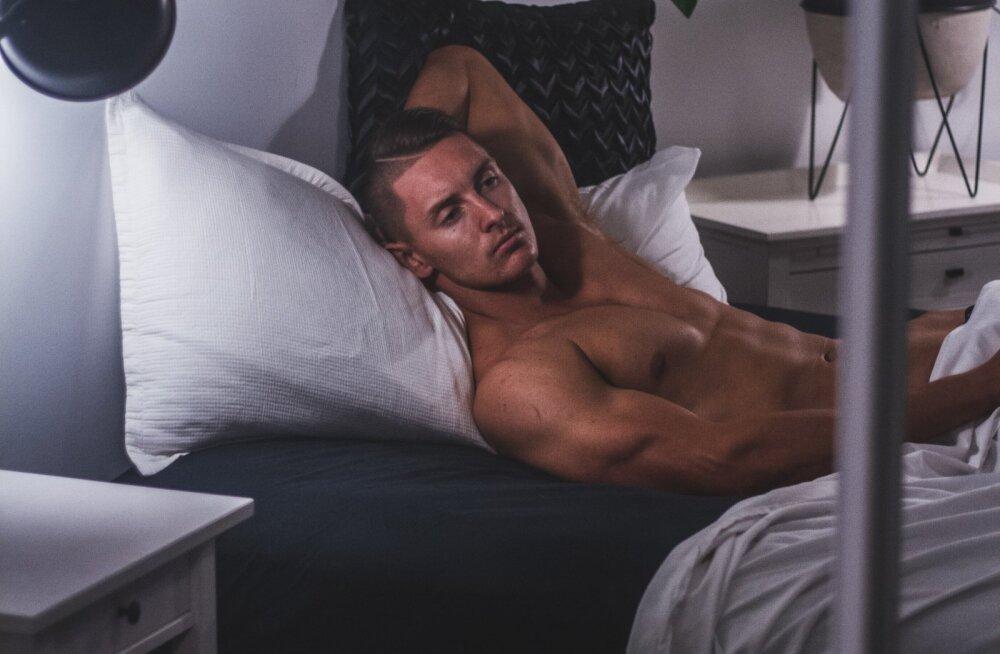 Mees pihib: mu naine arvab, et ma petan teda, sest mul ei teki temaga voodis olles erektsiooni