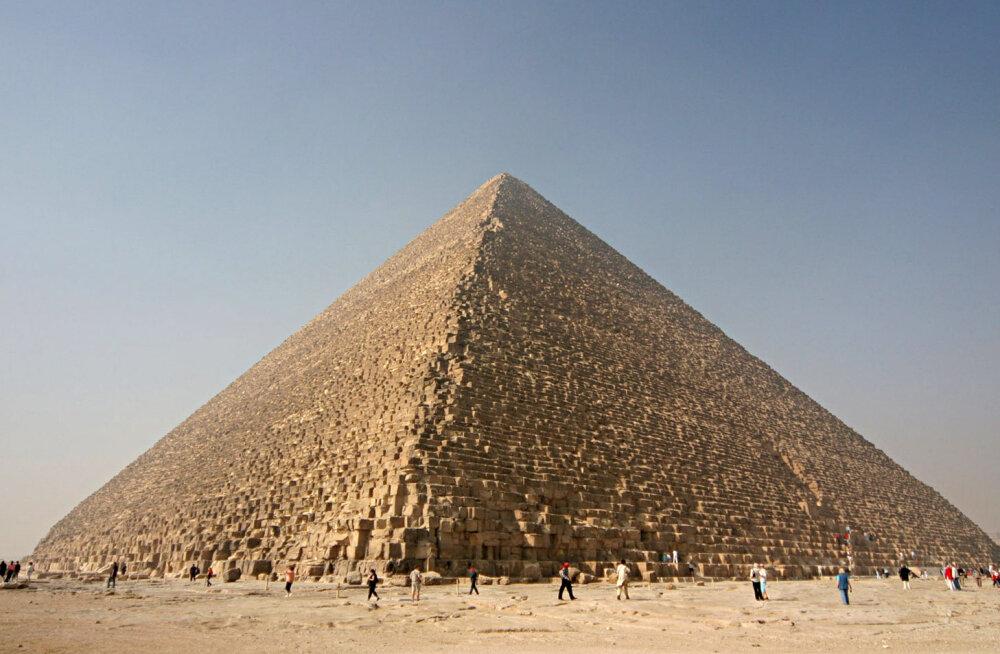 Kui palju inimesi osales maailmaimeks kujunenud Cheopsi püramiidi ehitamises?