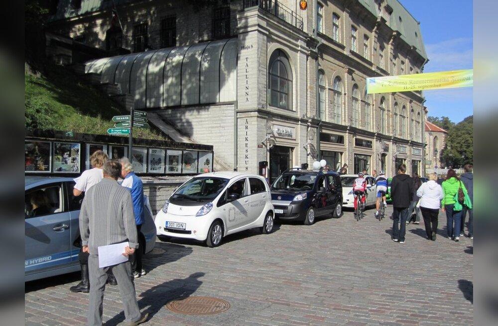 GALERII: Elektriautod vallutasid Vabaduse väljaku