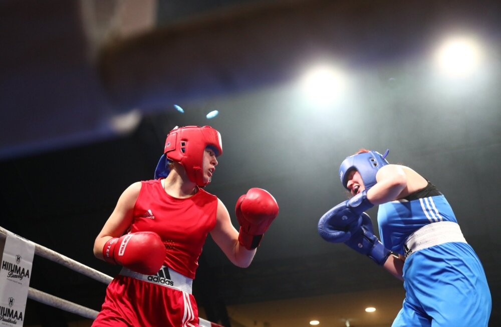 ФОТО: Молодая баскетболистка надела боксерские перчатки