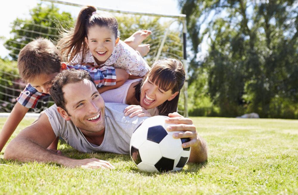 Oluline uuring: laps on kõige õnnelikum siis, kui ema ja isa leiavad aega temaga mängimiseks!