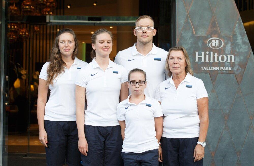 (vasakult paremale): Elisabeth Egeli abiline Liina Heinsaar, Elisabeth Egel, Brenda Tilk, Kardo Ploomipuu, treener Õnne Pollisinski.