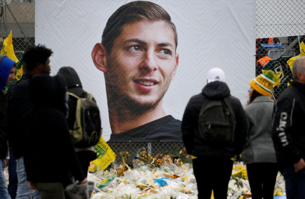 Lennuõnnetuses hukkunud jalgpalluri koduklubi ähvardab üleminekukeeld