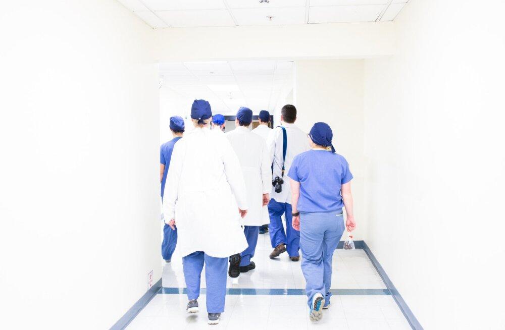 Kuressaare haigla ootab abikäsi. Õdedele ja hooldajatele lubatakse topeltpalka