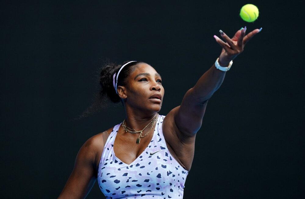 Serena Williams korraldas jõudemonstratsiooni, tiitlikaitsja jõudis samuti järgmisesse ringi