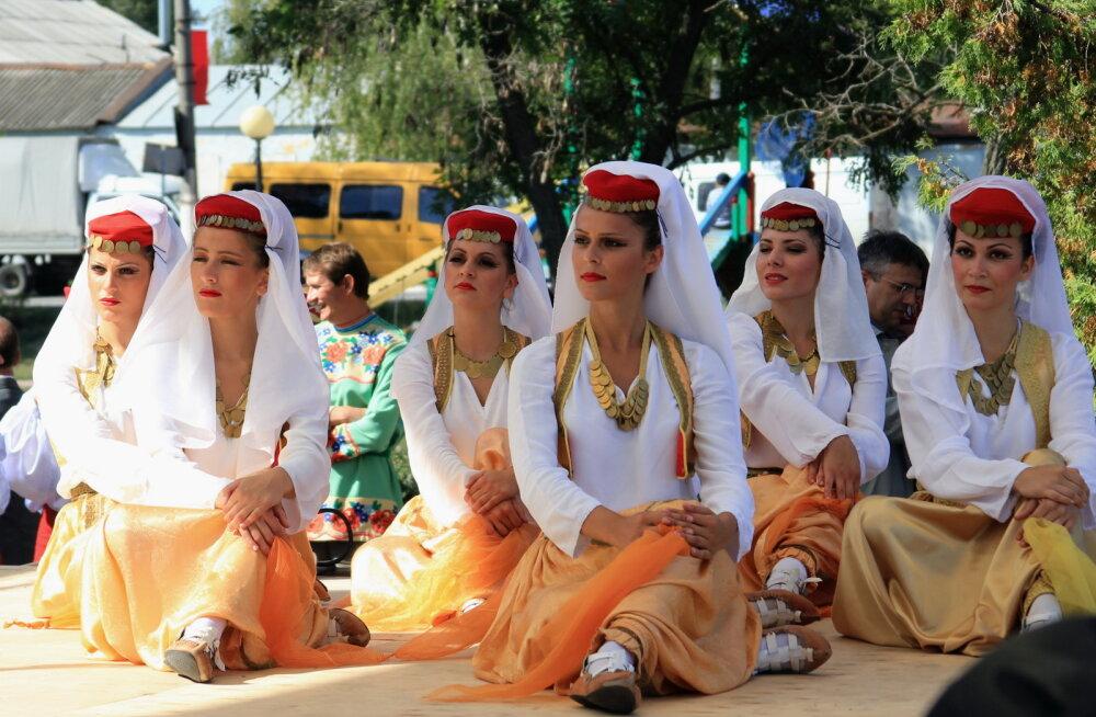 Дирндль, аозай и дэгэл. Какую этническую одежду привезти из разных стран