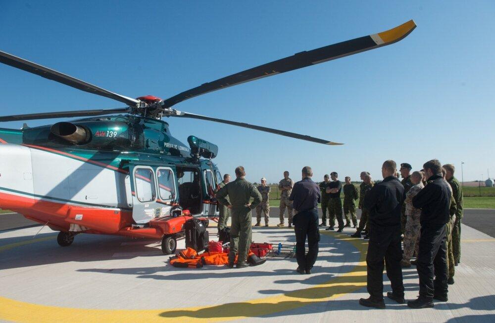 Piirivalve lennusalga helikopter tuukriõppusel