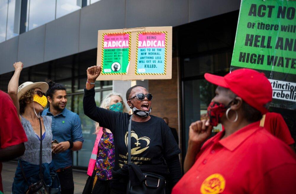 Kliimaprotest Lõuna-Aafrikas, kus avaldati meelt maailma pikima naftatoru rajamise vastu.