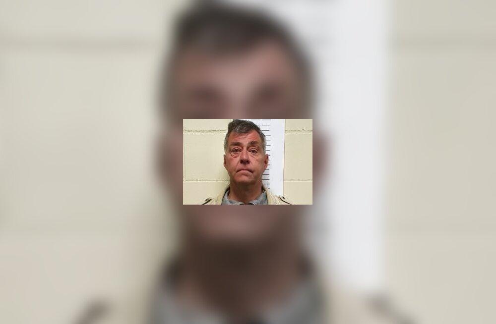 FOTO | Pildil kujutatud mees paljastas end alaealiste ees. Politsei ootab infot tema võimalike süütegude kohta