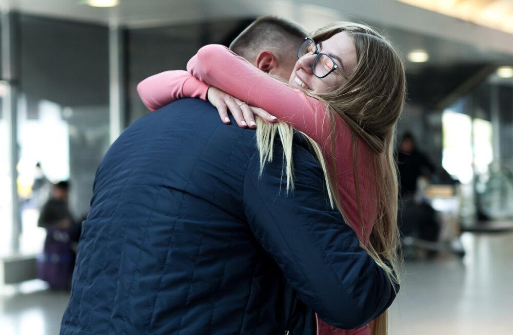 ФОТО | Он сделал ей предложение прямо в аэропорту Таллинна! Такое бывает не только в кино
