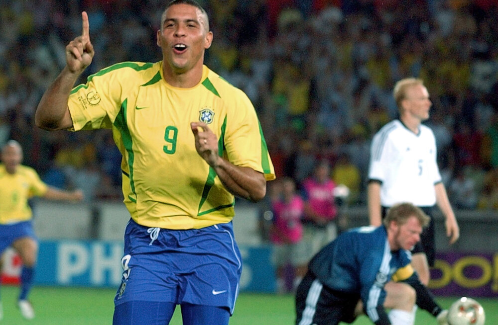 MEENUTUS | Raul Ojassaar: Ronaldinho karistuslöök, Ümit Davala soeng ja laulupeo tõttu nägemata jäänud ajalugu