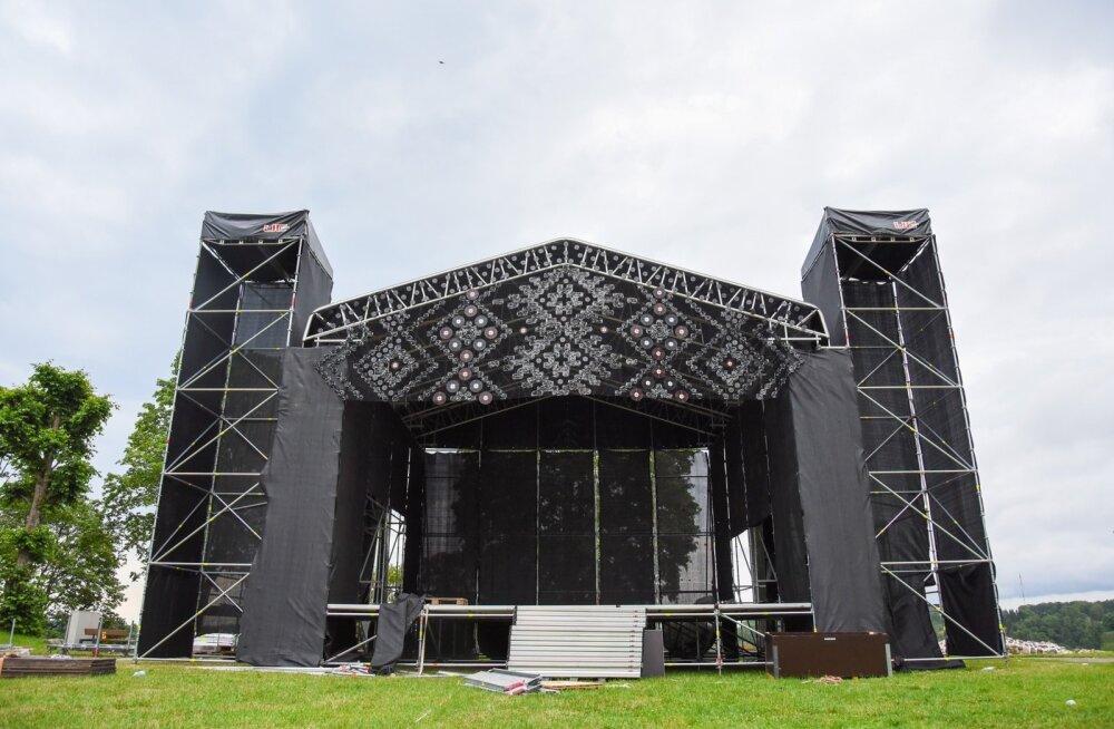 FOTOD | Tihe sagimine! Vaata, kuidas sujuvad varajased ettevalmistused Viljandi pärimusmuusika festivaliks