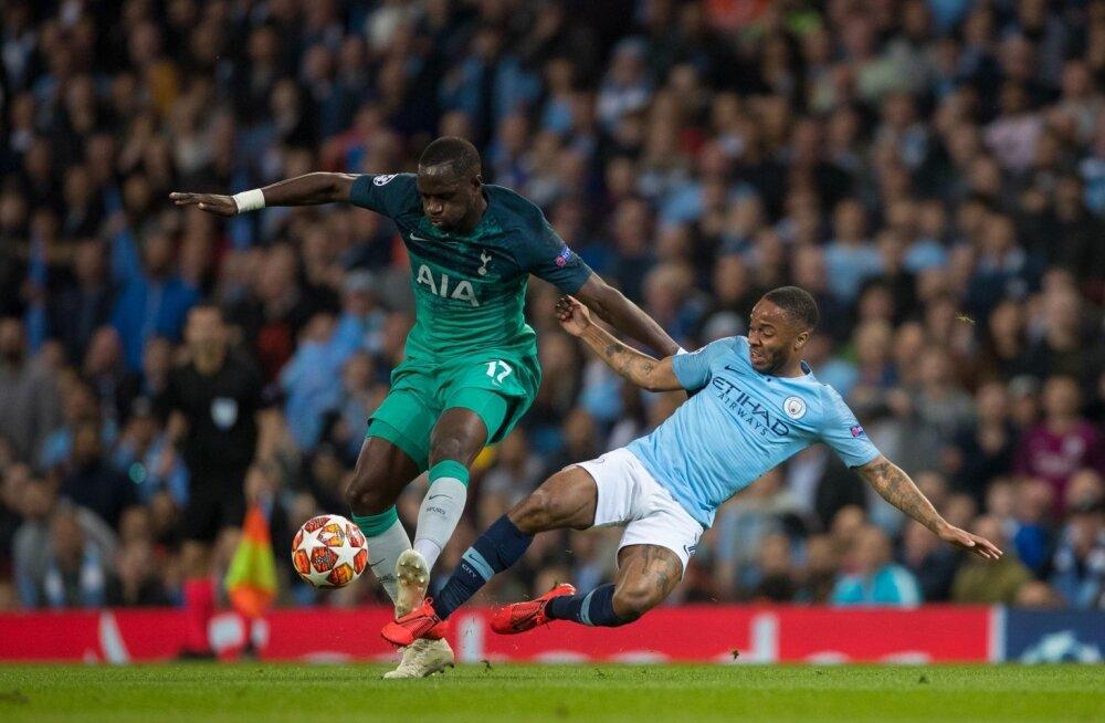 Moussa Sissoko (vasakul) kohtumises Manchester City.