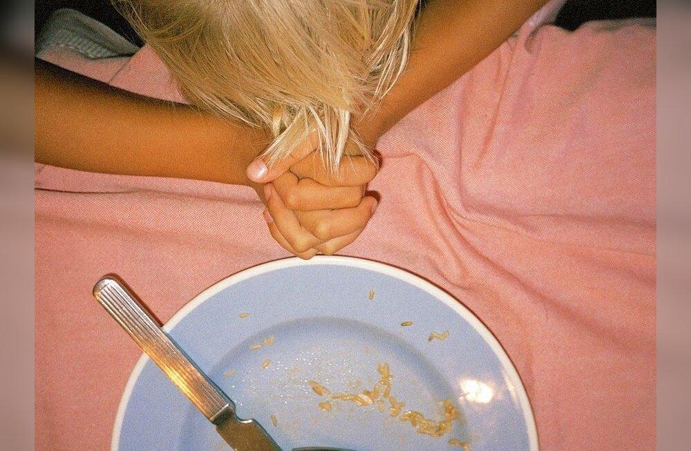 Эстония 2011: в некоторых семьях дети на обед едят только листья с деревьев