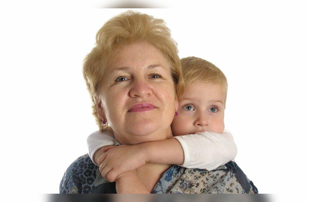 Vanaema hoiab lapsi paremini kui ema