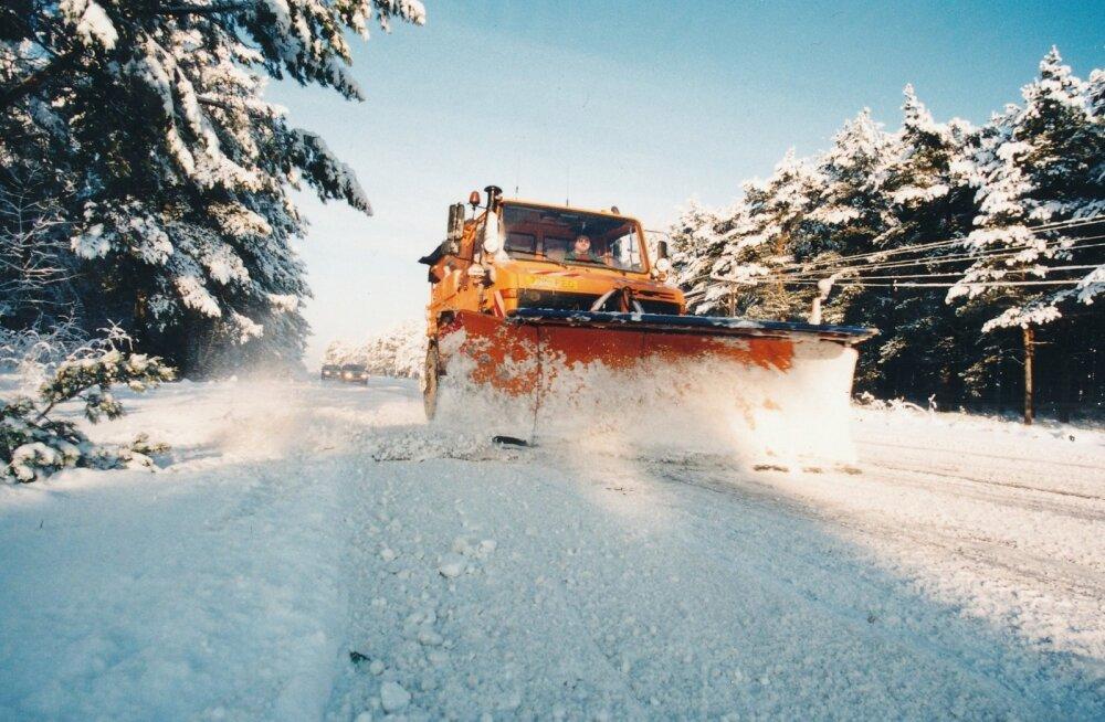 Kohalike omavalitsuste pakkumistel osaleb vähe soovijaid ja seetõttu on võimalik talviste ja suviste hooldustööde eest küsida varasemast kõrgemat hinda.