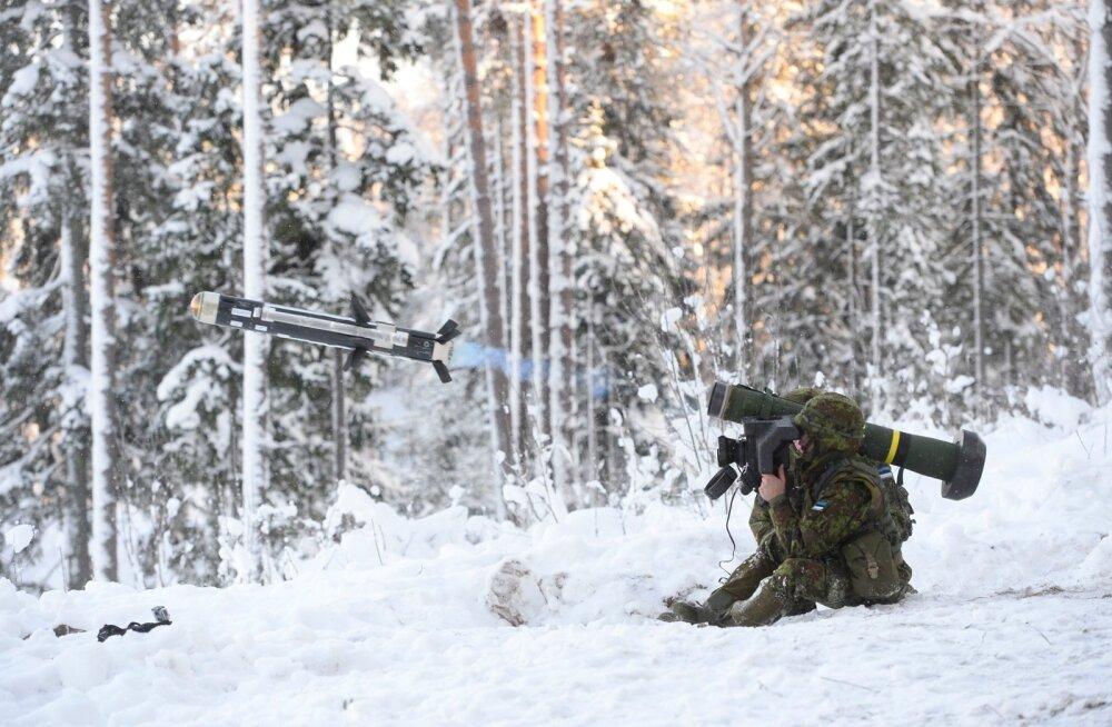 DELFI FOTOD JA VIDEO: Tankitõrjesüsteemiga Javelin tehti kaks 100 000-eurost lasku