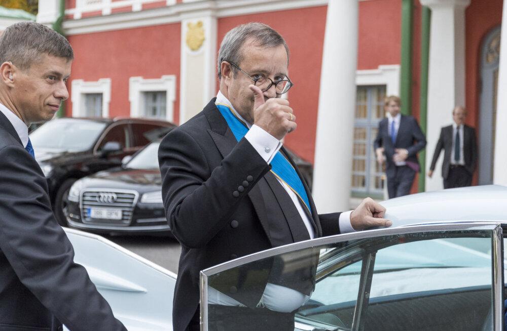 FOTOD: Hüvasti, Kadriorg! Ilvesed lahkusid presidendilossist äärmiselt stiilses masinas
