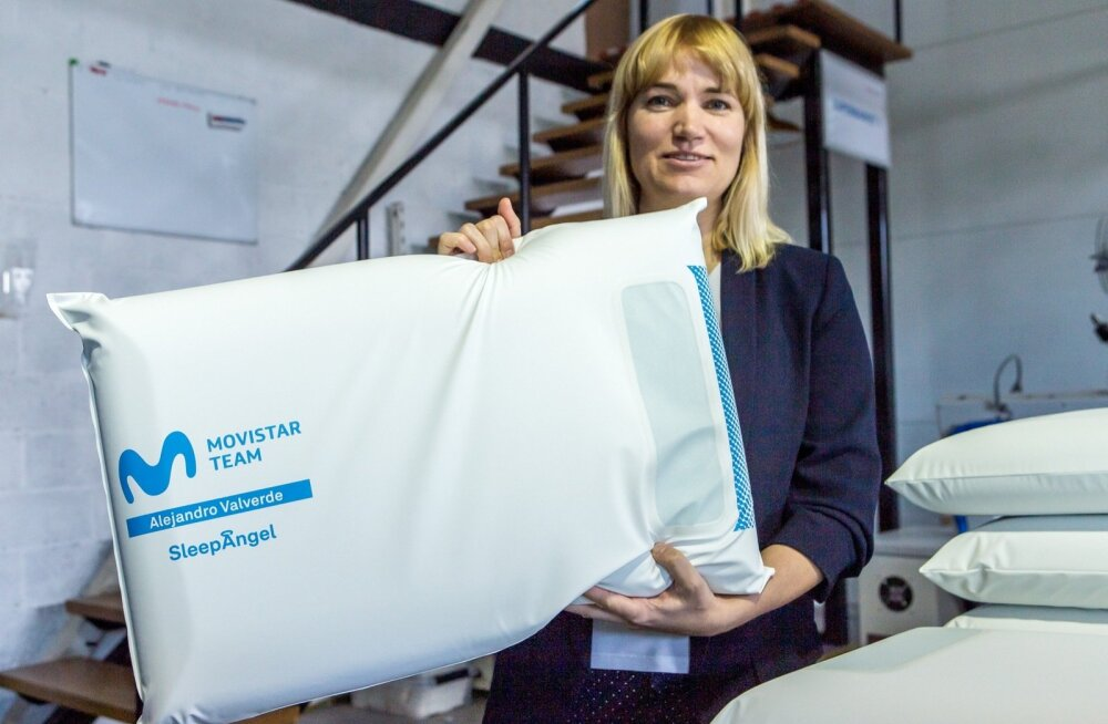 Gabriel Scientific OÜ osanik ja tootearendusjuht Lyane Lind tutvustab nimelist patja, mis saadeti jalgrattasõidu valitsevale maailmameistrile.