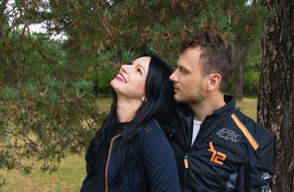 Jaak ja Silvia on koos olnud natuke üle aasta, kuid seisnud silmitsi nii paljude katsumustega naise eelmisest elust, et see aeg võrdub Silvia sõnul neile viie aastaga.