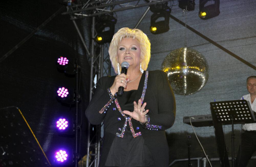 <div>Anne Veski soovitab: seitse parimat asja, mida Peterburis teha</div>