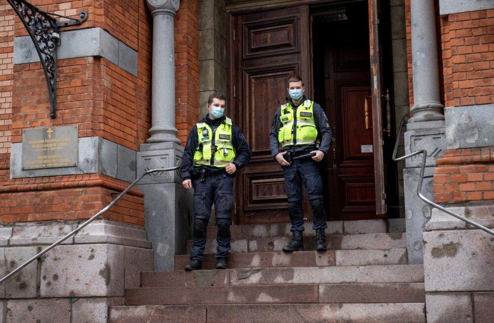 ФОТО | Полиция проверила соблюдение нарвскими храмами коронавирусных ограничений