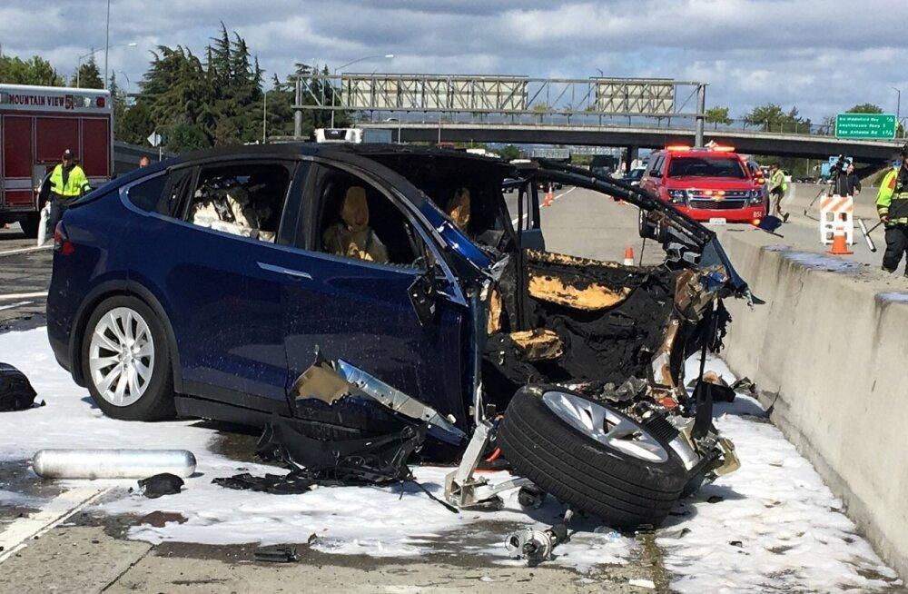 Tesla liiklusõnnetus.