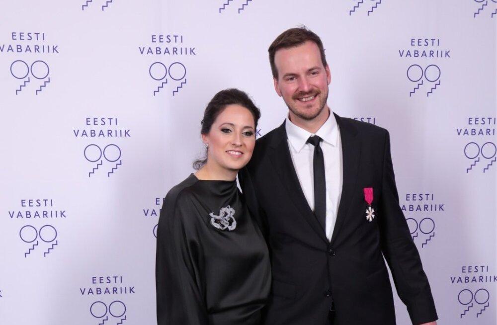 Ettevõtte Transferwise asutaja Taavet Hinrikus abikaasaga