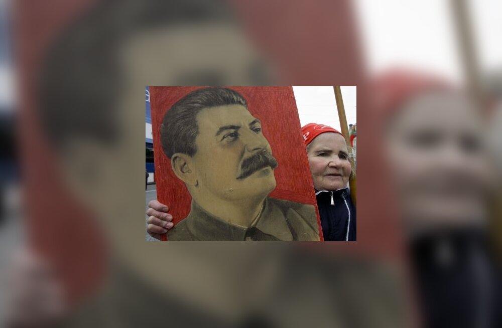 FSB ees loetakse stalinismi ohvrite nimesid ette