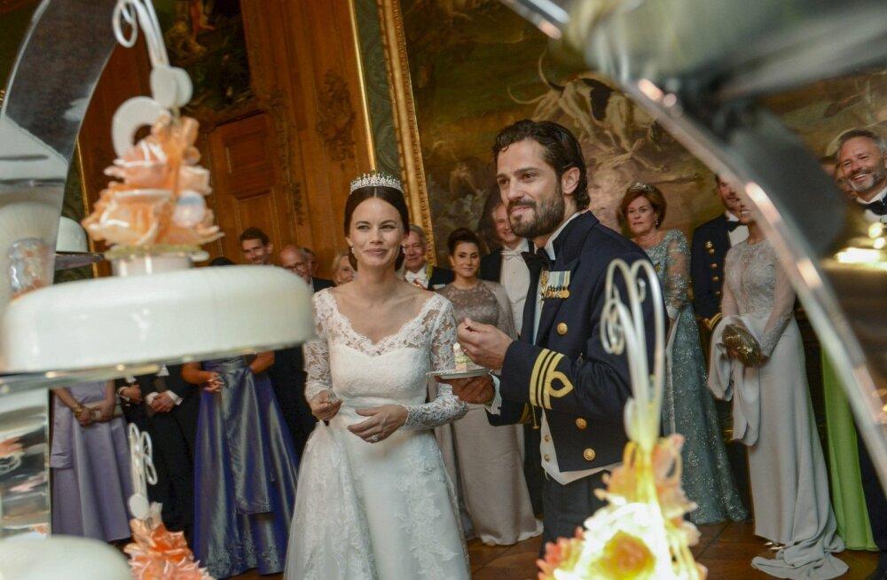 Sofia ja Carl Philip asuvad torti lahti lõikama