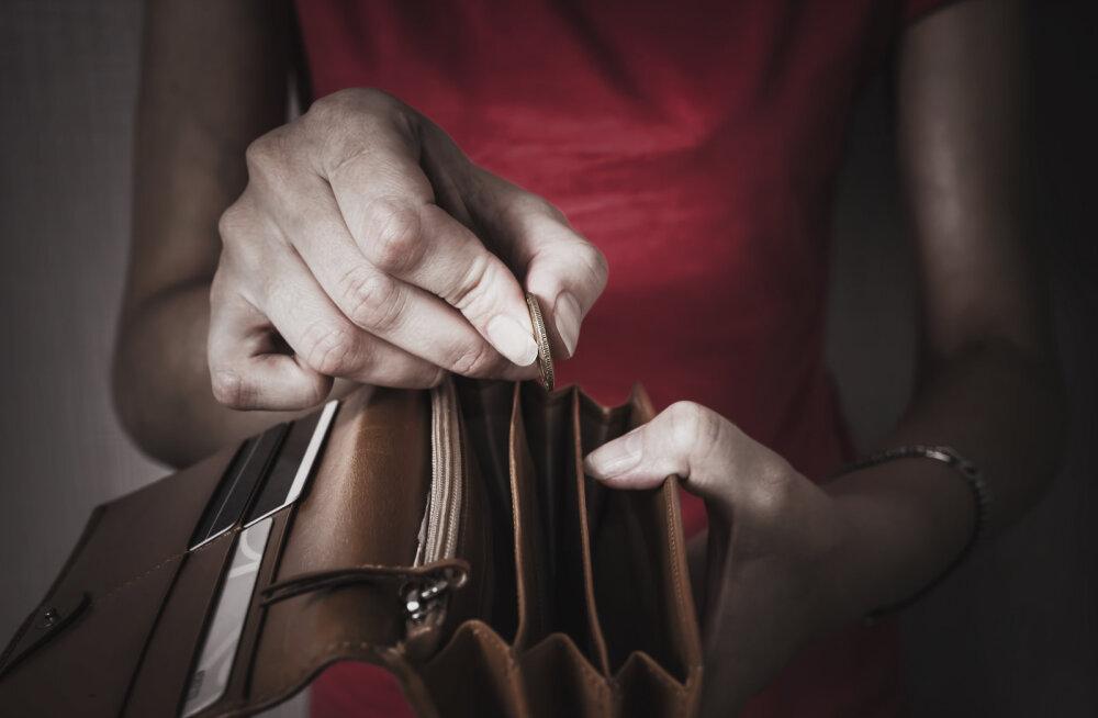 Naine kurdab: ma ei julge oma mehele öelda, et mul ei ole raha kommunaalarve maksmiseks