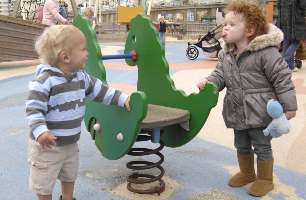 Этикет на детской площадке: шпаргалка для начинающих мам
