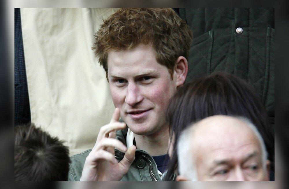 Prints Harry vallatu suvi jätkus rokkbändi lavataguses õlut libistades!