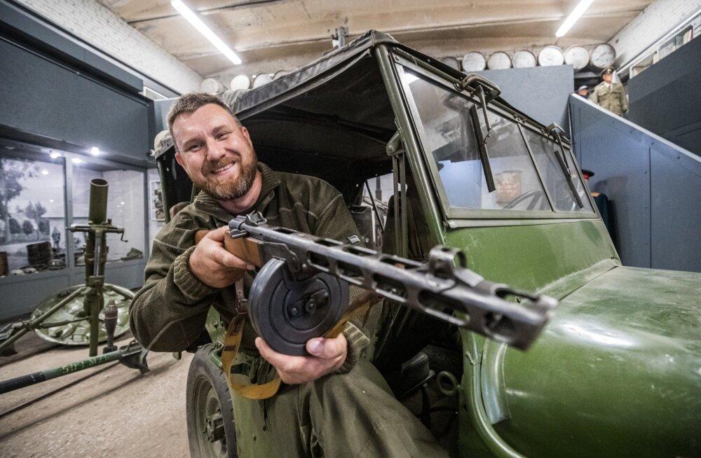 Sergei Jerjomini kollektsioonis on peale masinate väga palju relvi. Mõnda saab muuseumikülastaja ka ise katsuda.