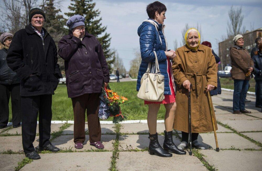 KATKEND RAAMATUST   Donetski rindejoonel asuvas külas elavad Ukraina sõdurid, aga mune praetakse Vene gaasiga