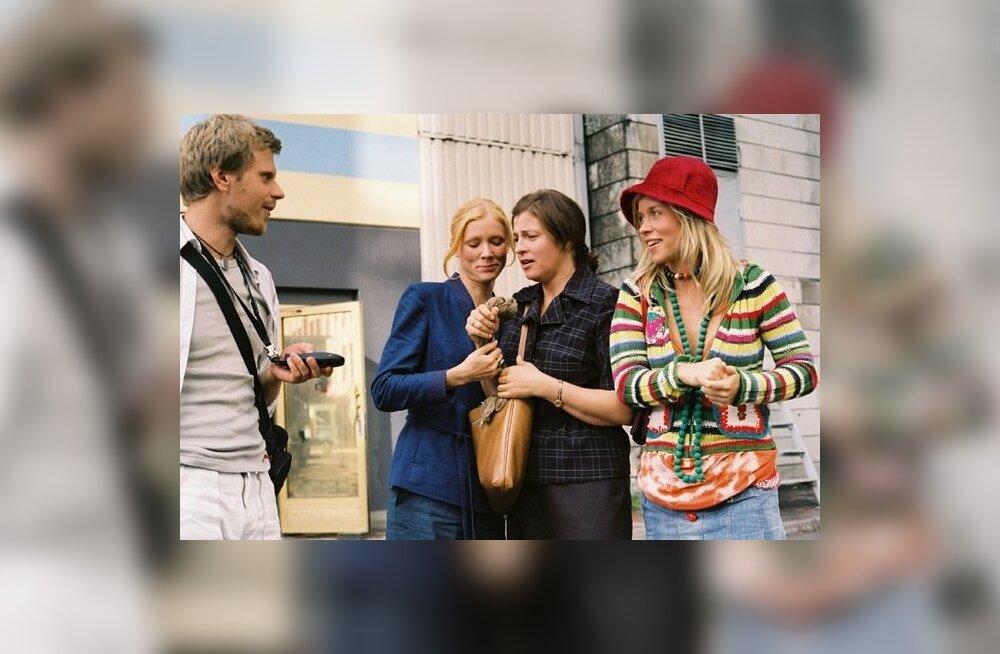 """Pühapäeval, 14. augustil kell 11.15 on ETV2 ekraanil Peeter Urbla film """"Stiilipidu"""", kus peaosades mängivad Maarja Jakobson, Anne Reemann ja Evelin Pang ning kaasa teeb Karol Kuntsel."""