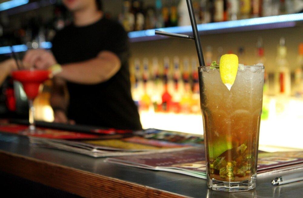 Правительство продлило запрет на ночную продажу алкоголя