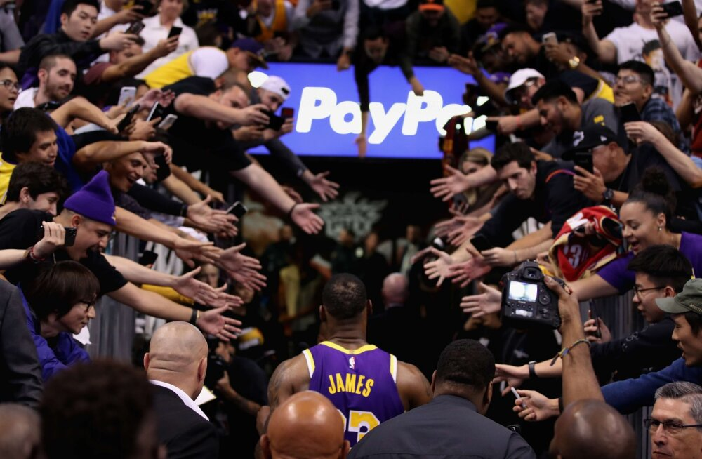 VIDEO | Lakersi tähed aitasid läänekonverentsi liidril naasta võidureele, Embiid kerkis Philadelphia kangelaseks