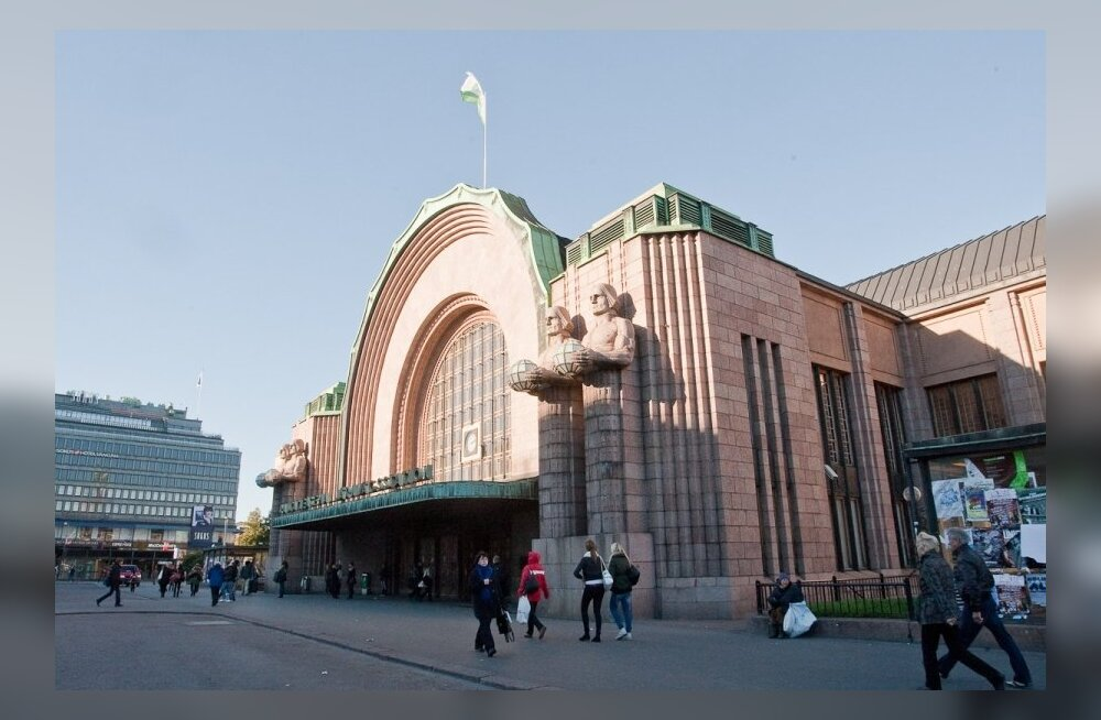 Helsingi raudteejaamas naise vägistanud välismaa nelik mõisteti vangi