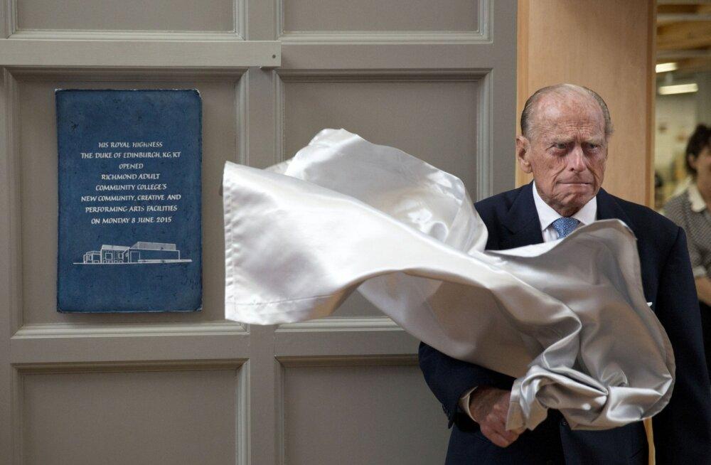 Prints Philipil sai autahvlite avamisest ja muudest tseremoniaalsetest kohustustest kõrini.