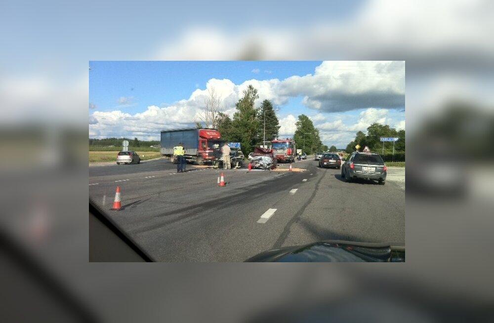 763a28934fe FOTOD: Tallinna-Tartu maanteel toimus õnnetus, Kosel oli hiigelummik ...
