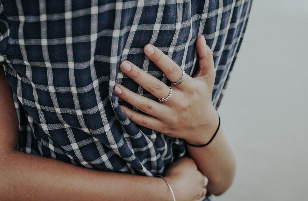 Mees ei ole eriline kallistaja, aga sina vajad lähedust? Äkki talle sobib kallistamise asemel mõni neist armsatest tegevustest