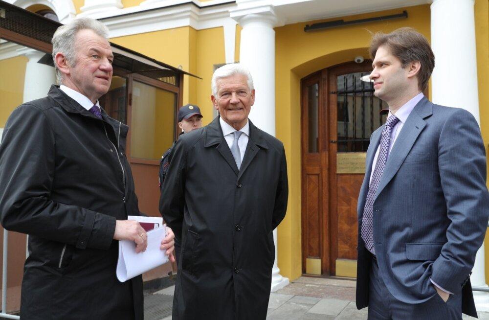 Vasakul Erik Laidvee, keskel Eesti Raudtee nõukogu liige Enn Veskimägi