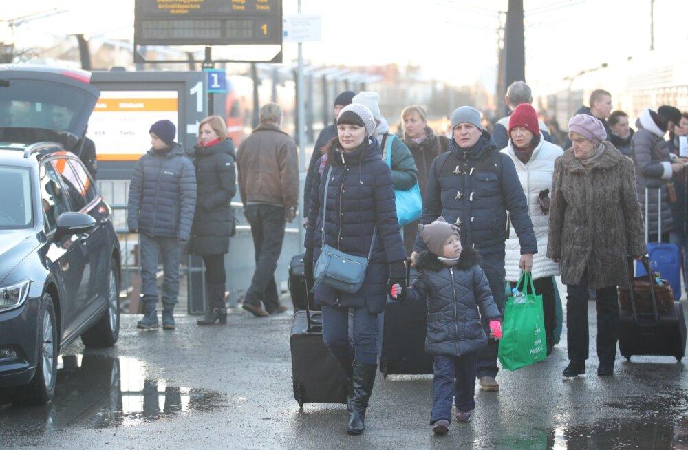 FOTOD | Tallinna saabus rongitäis vene turiste